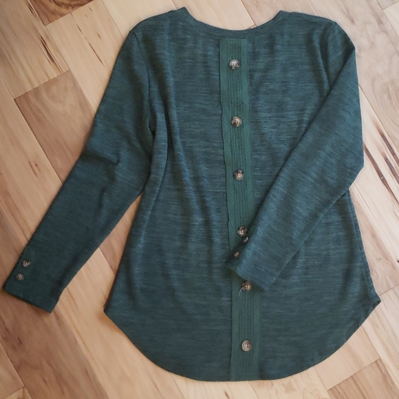 NWOT Button Back Sweater